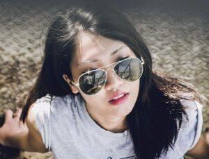 okulary przeciwsłoneczne wakacje wzrok zdrowie